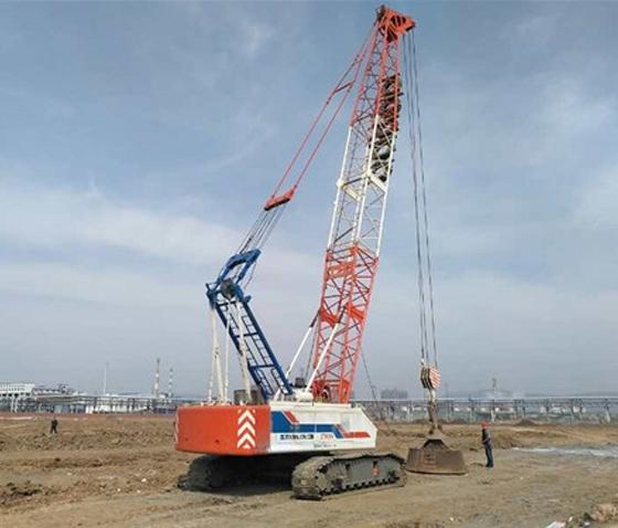 强夯施工队在石家庄太行高速回填基础强夯施工