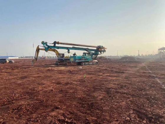 第二台强夯设备,第一台旋挖设备,提前到达施工现场