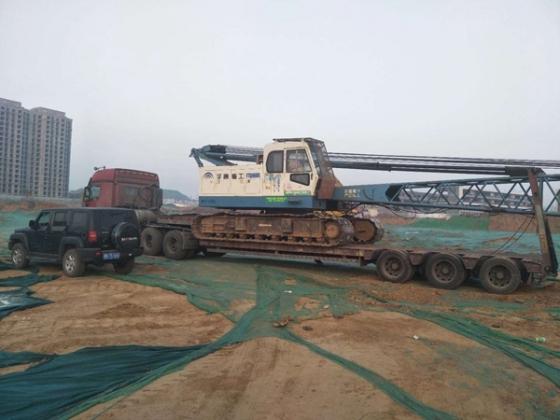 强夯主机设备顺利装车发往施工现场